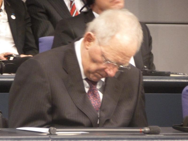 Le Ministre des Finances allemand durant le discours d'Angela MERKEL